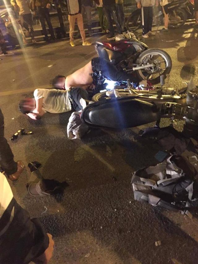 Hà Nội: Honda SH chở 3 tông vào Honda Wave lúc nửa đêm, 1 người tử vong tại chỗ - Ảnh 2.