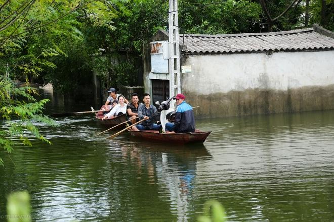 Hà Nội: Sau 1 tuần mưa lũ người dân huyện Mỹ Đức vẫn chèo thuyền vào nhà - Ảnh 3.