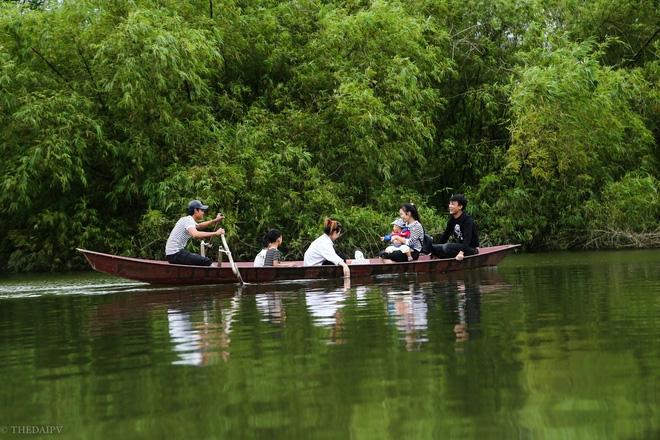 Hà Nội: Sau 1 tuần mưa lũ người dân huyện Mỹ Đức vẫn chèo thuyền vào nhà - Ảnh 4.