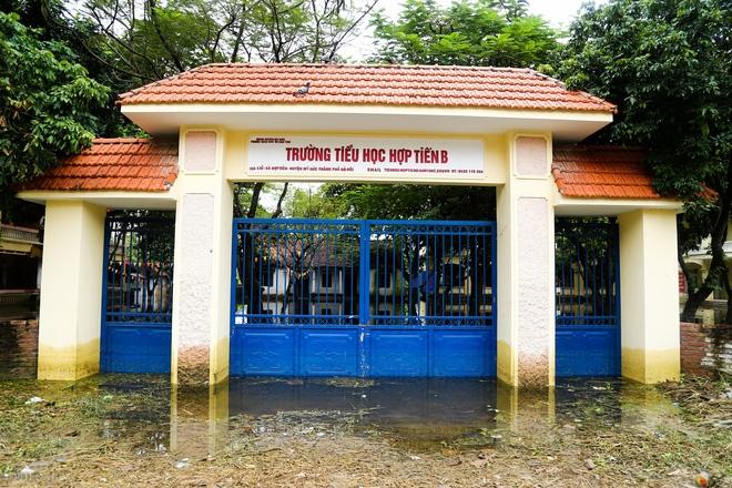 Hà Nội: Sau 1 tuần mưa lũ người dân huyện Mỹ Đức vẫn chèo thuyền vào nhà - Ảnh 5.