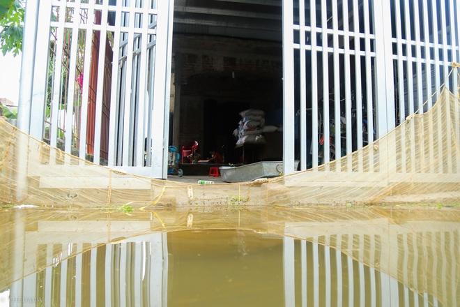 Hà Nội: Sau 1 tuần mưa lũ người dân huyện Mỹ Đức vẫn chèo thuyền vào nhà - Ảnh 6.