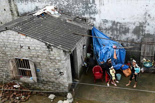 Hà Nội: Sau 1 tuần mưa lũ người dân huyện Mỹ Đức vẫn chèo thuyền vào nhà - Ảnh 13.