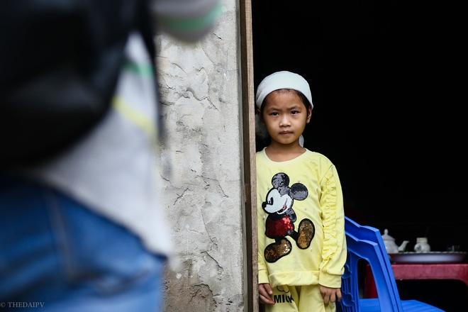 Hà Nội: Sau 1 tuần mưa lũ người dân huyện Mỹ Đức vẫn chèo thuyền vào nhà - Ảnh 14.