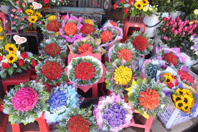 Cận lễ giá các loại hoa tươi Đà Lạt tăng cao