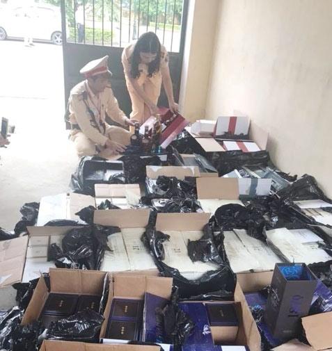 Hàng trăm chai rượu ngoại đang bị bắt giữ