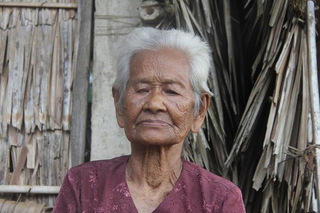 Mẹ già ngã bệnh nhập viện điều trị, 4 người con tâm thần lại bơ vơ đợi mẹ về cho ăn cơm - Ảnh 6.