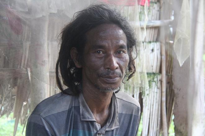 Mẹ già ngã bệnh nhập viện điều trị, 4 người con tâm thần lại bơ vơ đợi mẹ về cho ăn cơm - Ảnh 7.