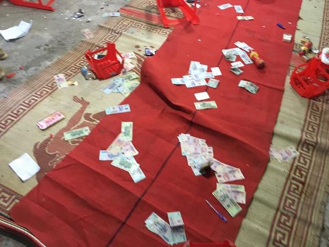 Cơ quan công an thu giữ gần 200 triệu đồng tiền mặt (ảnh công an cung cấp)