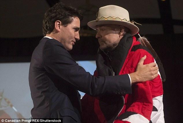 Ông Trudeau và ông Downie trong một buổi hòa nhạc năm 2006 (Ảnh: Shutterstock)