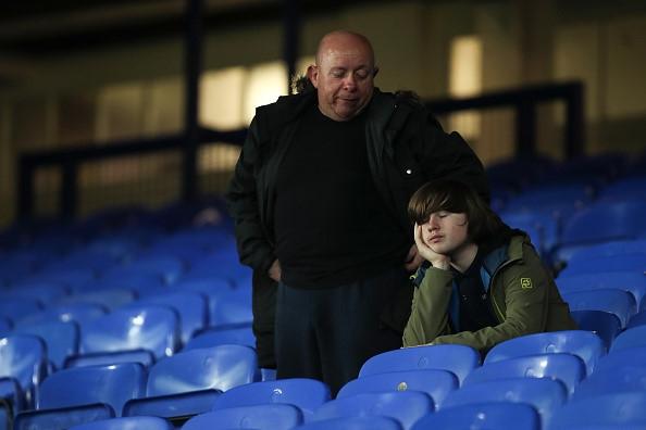 CDV Everton vua be con, vua tham gia danh cau thu Lyon hinh anh 8