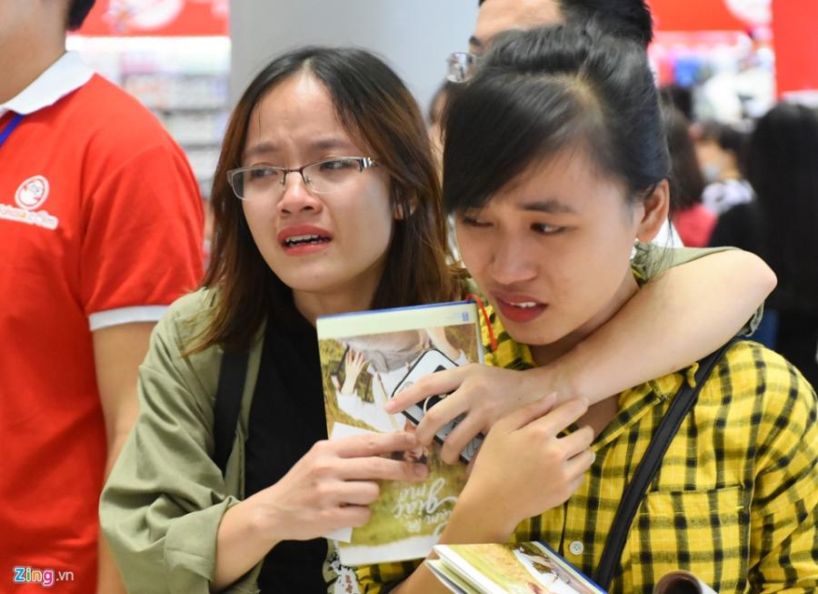 Chi gai cau be qua doi vi ung thu bat khoc khi xin chu ky Son Tung hinh anh 10