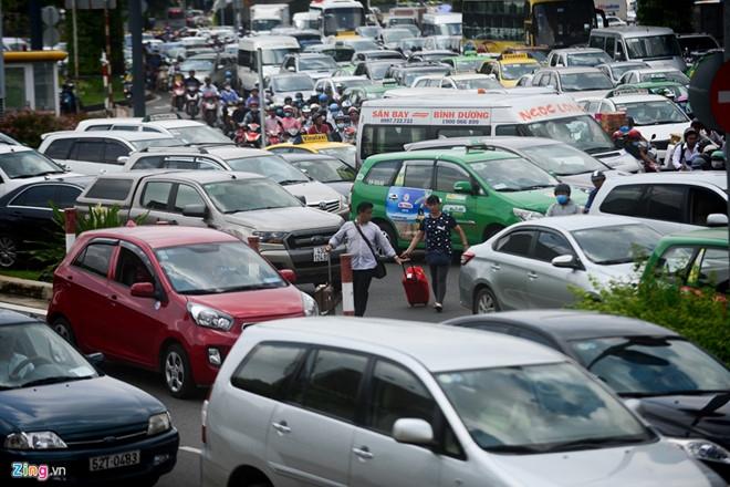 Đề xuất làm tuyến tàu điện một ray 'cứu' kẹt xe sân bay Tân Sơn Nhất