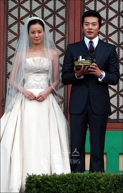 Tin buồn cho fan: Song Hye Kyo và Song Joong Ki sẽ không làm họp báo trước lễ cưới? - Ảnh 2.
