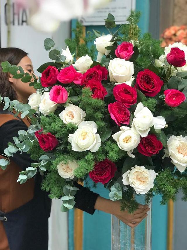 Bó hoa 20 triệu đồng tặng mẹ của bạn trẻ