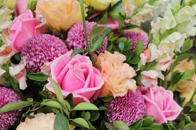 Có rất nhiều loại hoa với cách cắt tỉa, trang trí khác nhau rất đẹp mắt