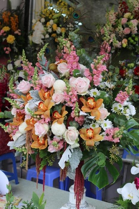 Lẵng hoa này có giá 2.200.000đ