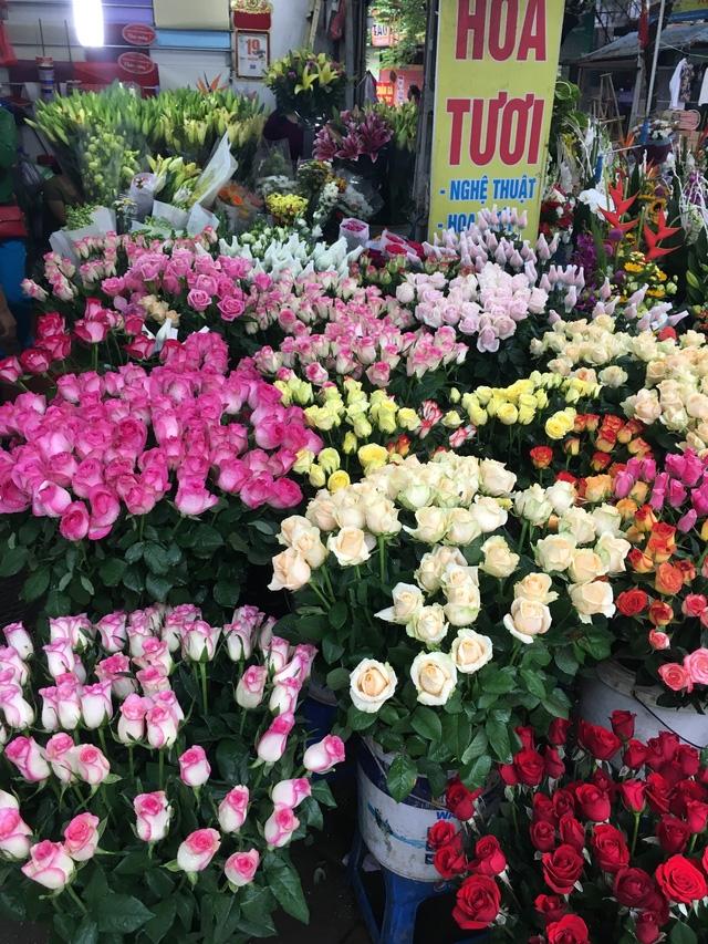 Người bán hàng phải lựa chọn những bông hoa ưu tú nhất để cắm