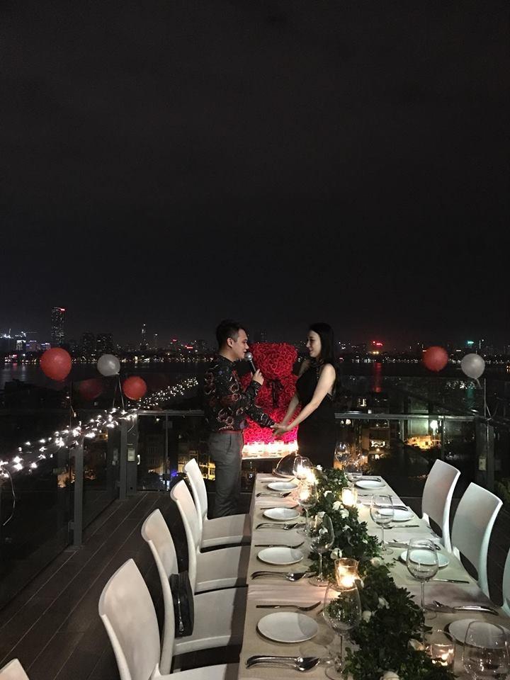 Khắc Việt ngỏ lời cầu hôn nữ DJ xinh đẹp trong không gian lãng mạn, Vbiz vừa thêm một cặp đôi tình bể bình - Ảnh 1.