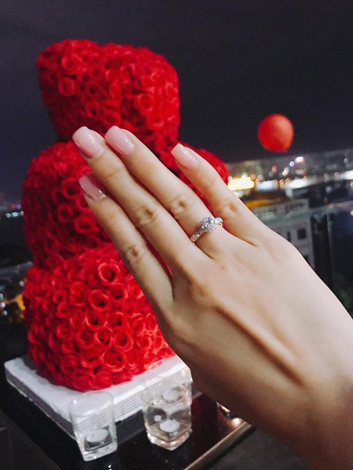 Khắc Việt ngỏ lời cầu hôn nữ DJ xinh đẹp trong không gian lãng mạn, Vbiz vừa thêm một cặp đôi tình bể bình - Ảnh 2.