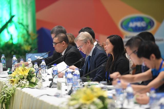Đại diện các nước thành viên APEC tham dự hội nghị FCBDM