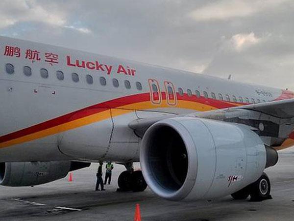 Hành khách Trung Quốc ném tiền xu vào động cơ máy bay cầu may