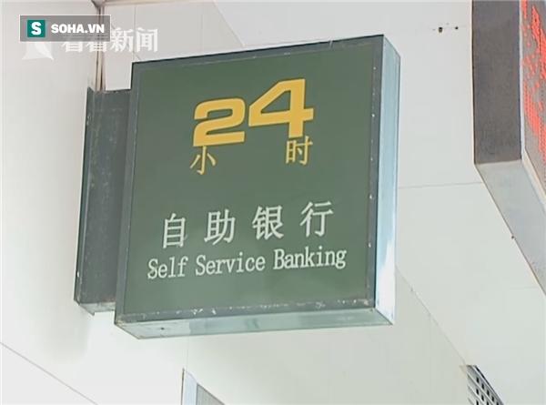 Mang khoản tiền lớn đi gửi, đến ngân hàng, cụ già sửng sốt phát hiện toàn là tiền âm phủ - Ảnh 1.