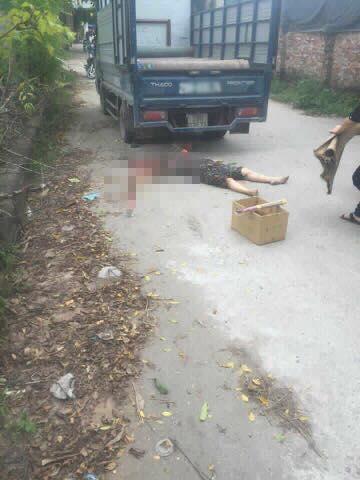 Hà Nội: Đi bộ qua đường, người phụ nữ chết thảm dưới gầm xe tải - Ảnh 1.