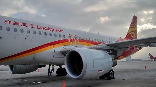Máy bay hãng Lucky Air đậu trên đường băng (Ảnh: Wiki Commons)