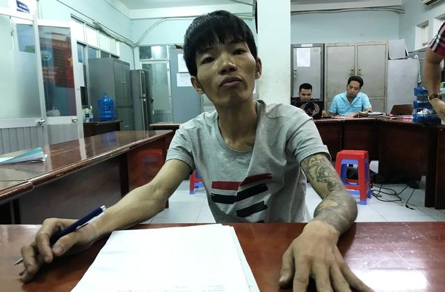 Đối tượng Trần Văn Trung, người có 4 tiền án với gần 100 tháng tù vừa bị Công an quận 2 bắt giữ vì hành vi trộm cắp tài sản tại khu đô thị Sa La.