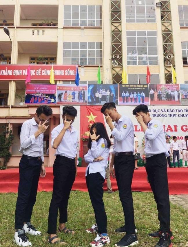 Vườn sao băng đời thực: Nữ sinh Lào Cai lọt thỏm giữa 4 chàng bạn thân đẹp trai, học giỏi, mê bóng rổ - Ảnh 2.