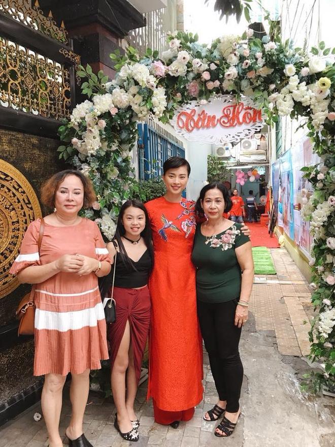 Dân mạng xôn xao trước hình ảnh Ngô Thanh Vân mặc áo dài trong lễ rước dâu - Ảnh 2.
