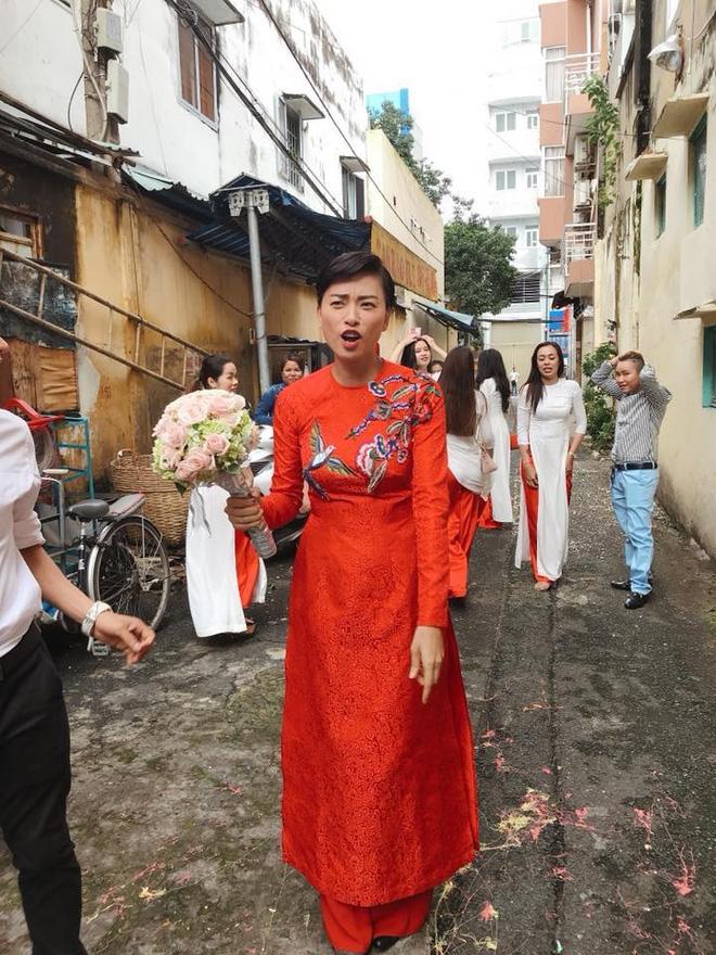 Dân mạng xôn xao trước hình ảnh Ngô Thanh Vân mặc áo dài trong lễ rước dâu - Ảnh 3.