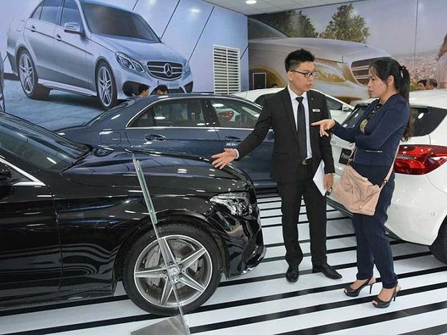 Từ đầu năm đến ngày 15/10, người Việt đã chi hơn 1,6 tỉ USD nhập về 74.112 ô tô nguyên chiếc các loại.