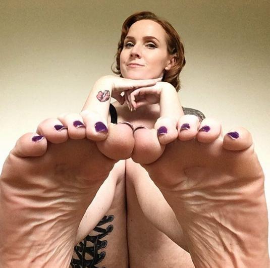 Đôi bàn chân kiếm về cho Jessica hàng ngàn bảng mỗi năm