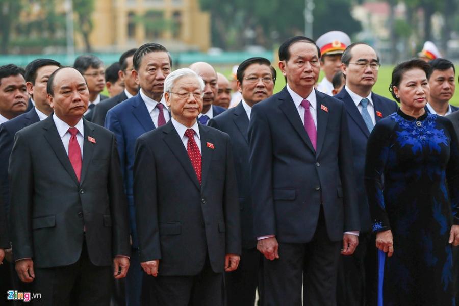 Dai bieu Quoc hoi vieng Chu tich Ho Chi Minh hinh anh 6