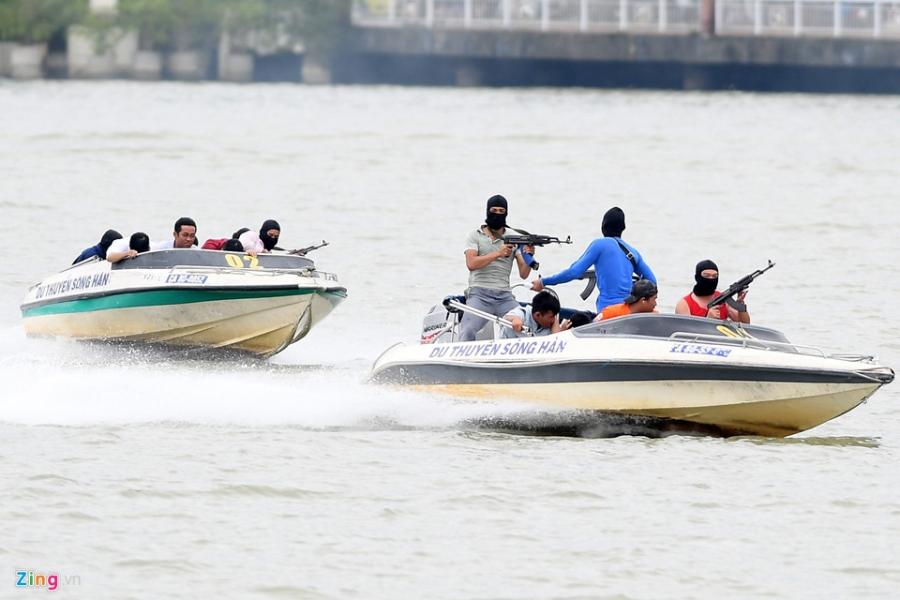 Diễn tập chống khủng bố trên sông Hàn bảo vệ APEC 2017