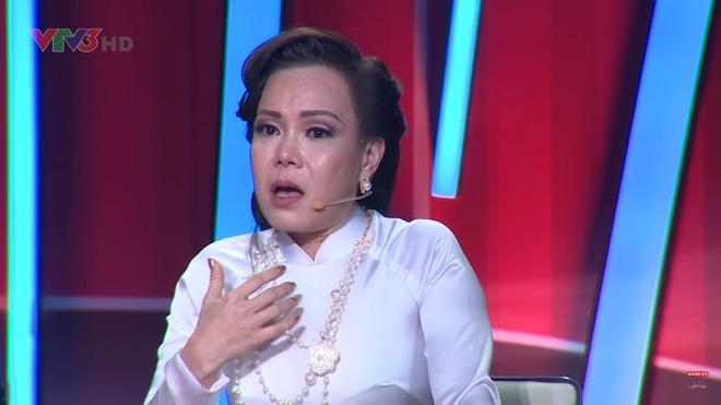Việt Hương bật khóc trước phần trình diễn xúc động của thí sinh Bước nhảy ngàn cân - Ảnh 3.