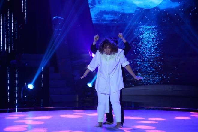 Việt Hương bật khóc trước phần trình diễn xúc động của thí sinh Bước nhảy ngàn cân - Ảnh 6.