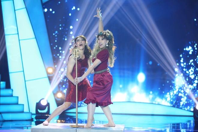 Việt Hương bật khóc trước phần trình diễn xúc động của thí sinh Bước nhảy ngàn cân - Ảnh 8.